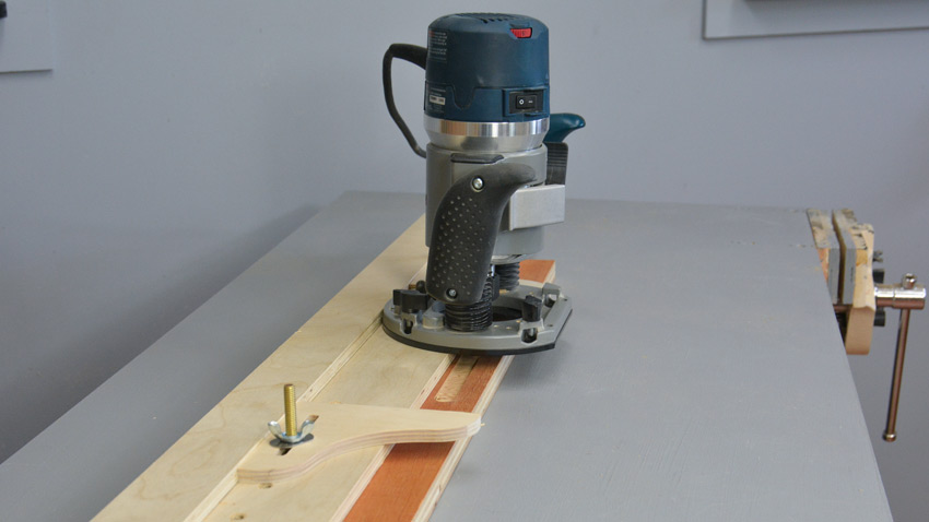 Adjustable Straight Edge Jig for your Wood Router